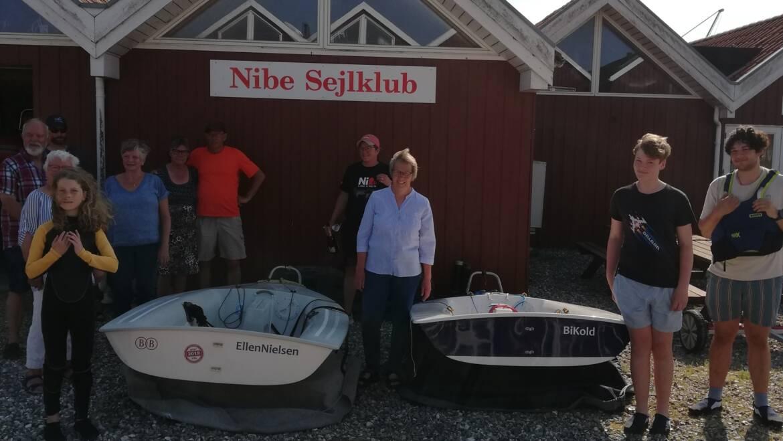Nibe Sejlklubs Venner navngiver og donerer to Zoom8 joller.